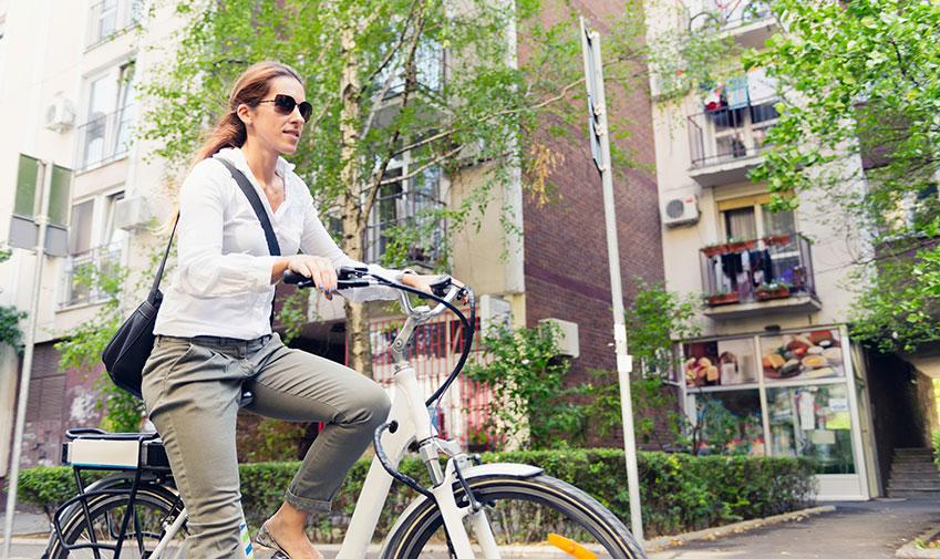 Vad är en elcykel och hur skiljer den sig åt från en vanlig cykel?
